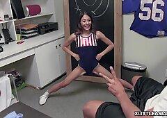 Ini hanya wow! lil 'bangsa asia remaja melati kemaluan wanita yang ketat dibajak oleh phat ayam jantan!