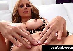鸡巴舔熟妇朱莉娅安在她的...