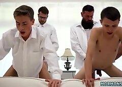 Sekolah muda kanak-kanak lelaki lelaki seks homoseksual xxx penatua garrett dan & nbsp_ xanders berjalan