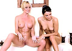 Celeste Star and hot friend playing their cunt in tub