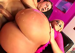 Alexis Texas loves a hot spray of cum on her big round ass
