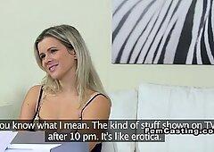 Bionda lesbica amatoriale mangia agente femminile su provini