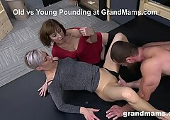 Maduras putas follando un semental