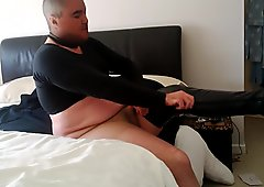 wanking with sutty boots and tights