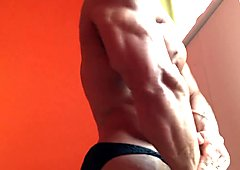 Veiny ripped bodybuilder