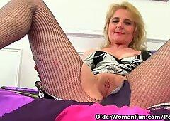 Britannico nonna diana andando da solo in calze a rete