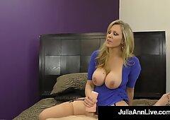 主宰熟女。朱莉娅安没有从鸡巴订购任何精液!